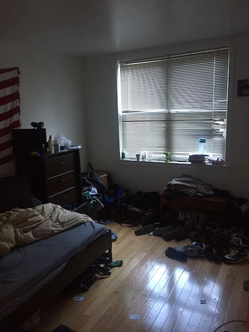 Sorry the room looks messy I'm moving! All the stuff will be out.
