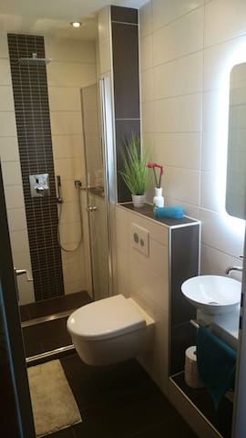 Zimmer direkt an der Messe ( Laatzen) - Laatzen - Appartement en résidence