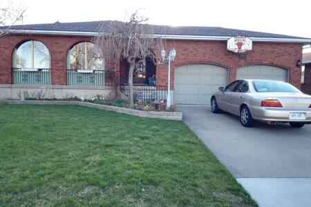 niagara falls family home - Thorold