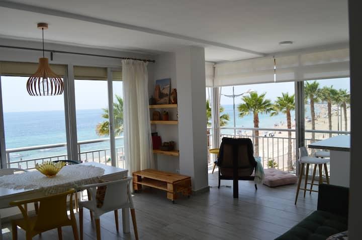 Apartamento reformado en primera línea de playa