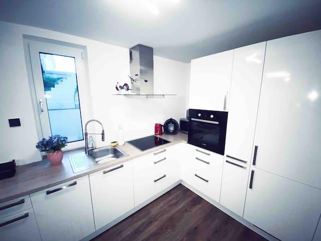 New 2,5 zi souterrain  Apartment+ Kl. Terrasse