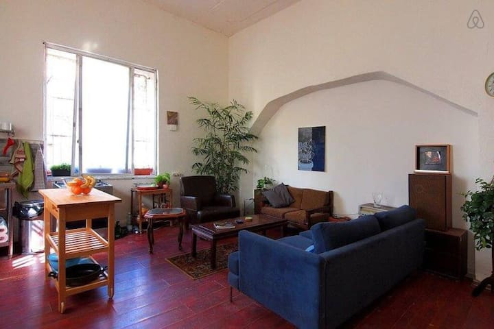 Large hip bedroom in our cozy villa - central.