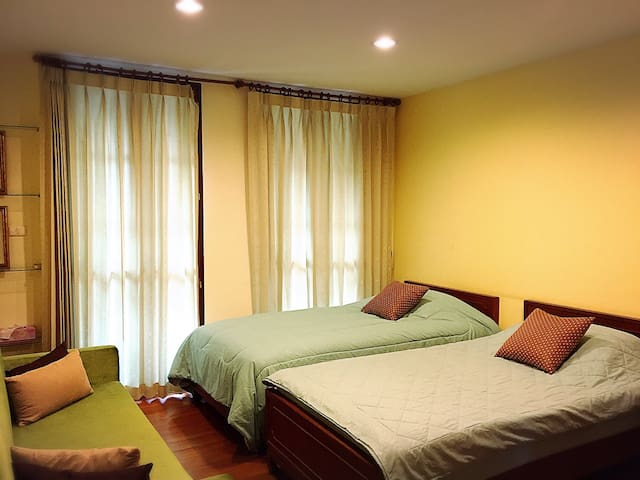 Twin Room in Teak house, Rangnam - Bangkok - Hus