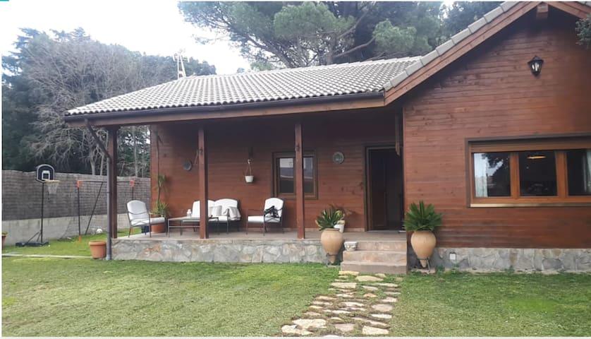 """""""LA CABAÑA"""" Acogedora casa de madera"""