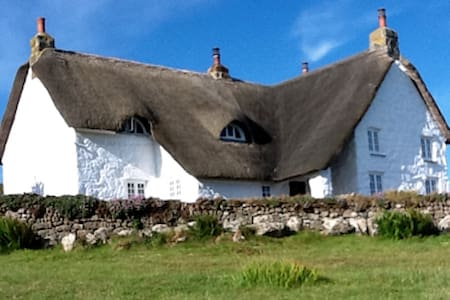 Thatched Cornish farmhouse by the sea, sleeps 6. - Sennen Cove - Casa