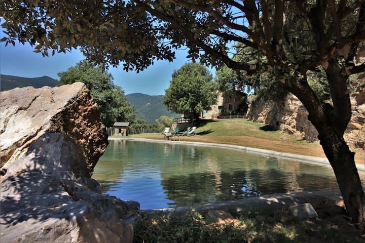 Gran masía aislada con piscina y vistas de ensueño