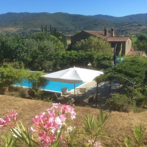 Double Apartment with Infinity Pool in Cortona