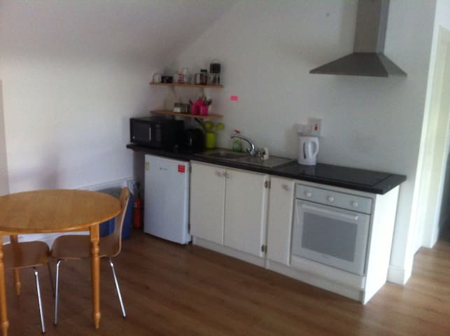 Good Value, Studio Apartment, Private & secure - Oughterard