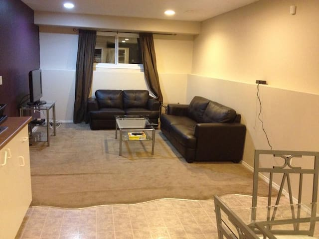 Beautiful 2 Bedroom Suite In a Great Location - Saskatoon - Dom