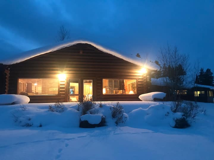 Large Family Cabin bordering West Yellowstone.