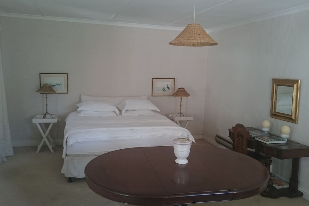 Spacious double room with king size bed