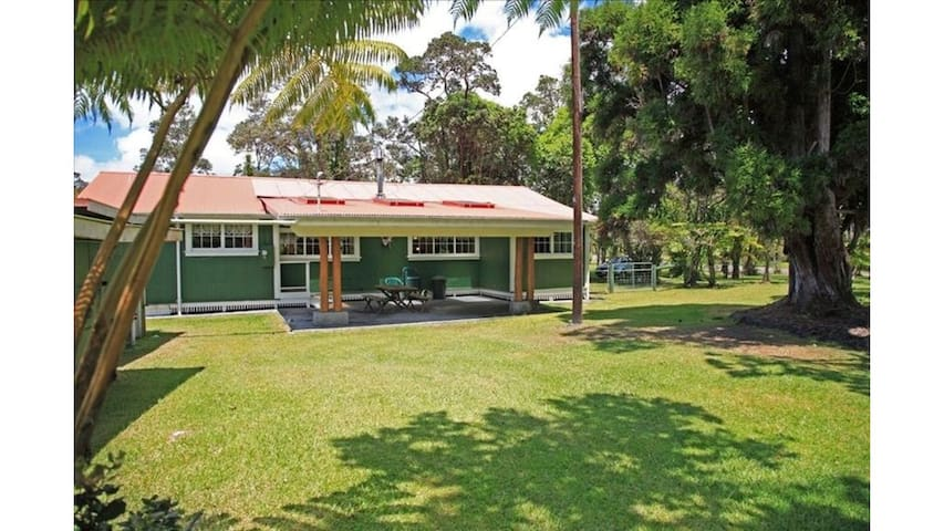 Historic Home 2 miles from Volcanoes Nat'l Park!