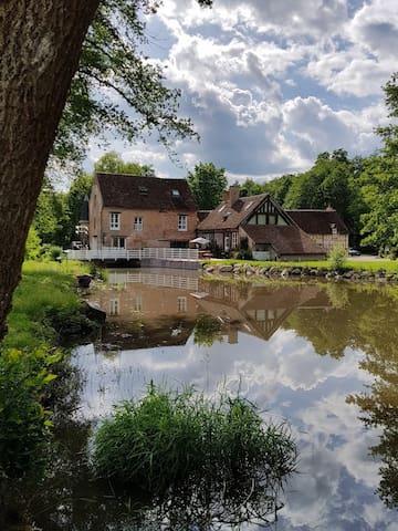 Moulin avec grande piscine à Lamotte Beuvron