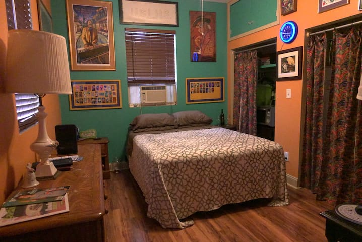 Beautiful studio in the Historic Bywater