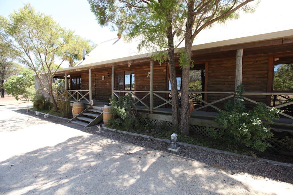 Log Cabin: Exterior
