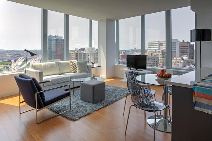 Luxury 2 Bedroom steps from Rose Kennedy Greenway