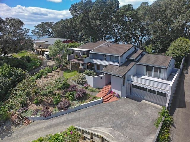 Moana Retreat on Tanners Point