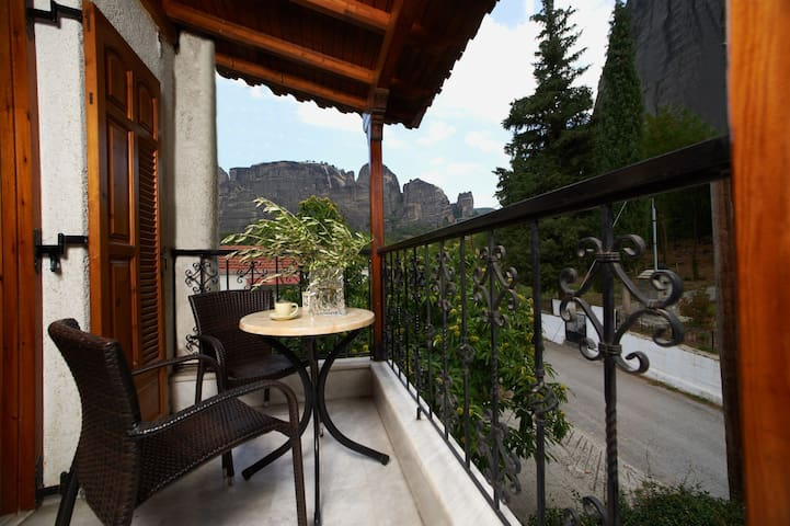 San Giorgio | Family Room | Meteora View [25 m²]