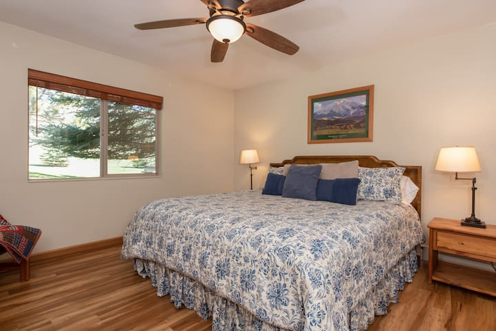 Master bedroom w/ king bed & golf course views
