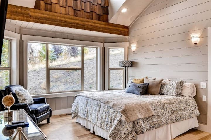 Bear Lake Luxury Cabin for Groups at The Reserve