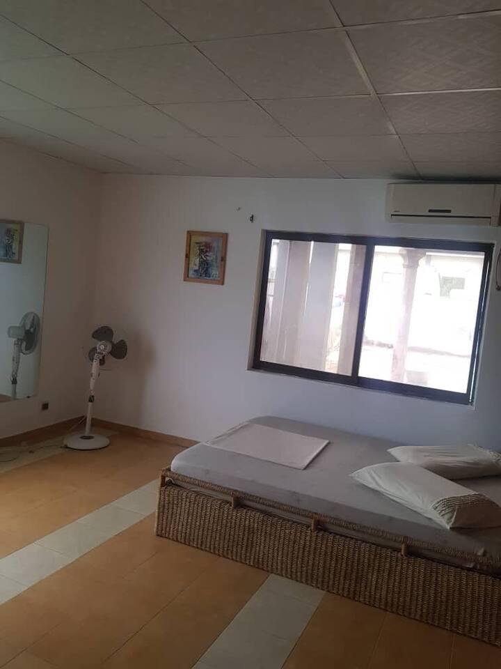 Des chambres climatisées et meublées pour vous !