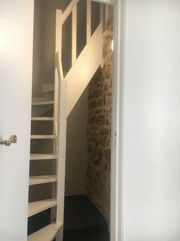 Escalier d'accès à la petite chambre