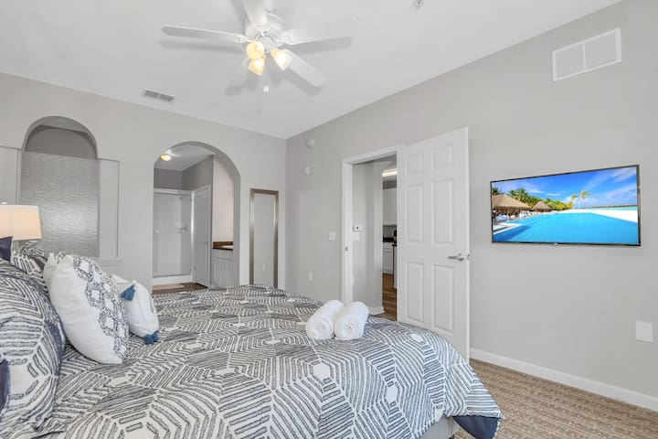 Family Resort - 3BR Near Disney - Pool and Hot Tub!