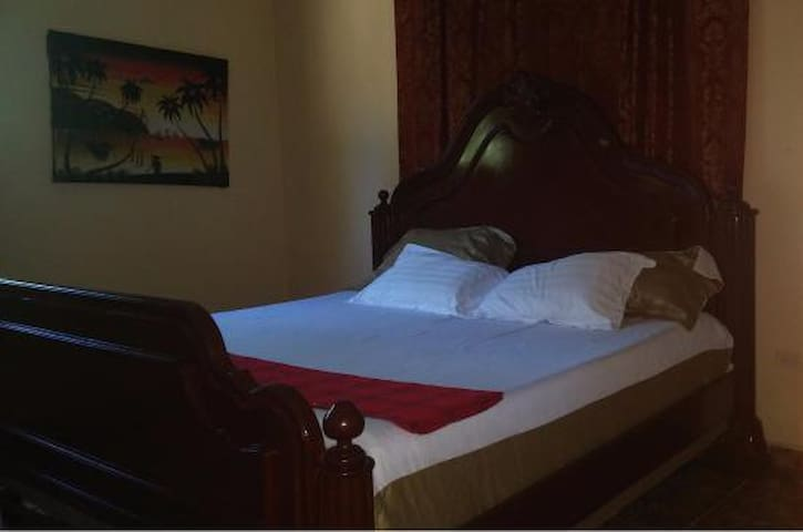 Royal Lily Room @ LeDubourg GH - Montrouis - House
