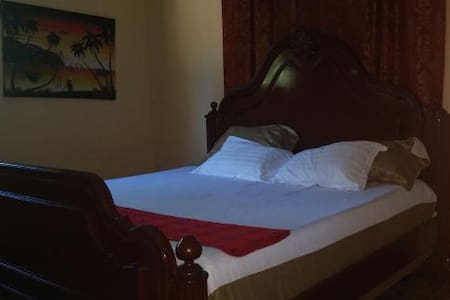Royal Lily Room @ LeDubourg GH - Montrouis