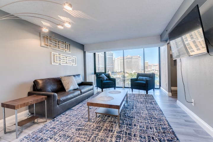 H 1BD PH SUITE On the STRIP Sleeps 6