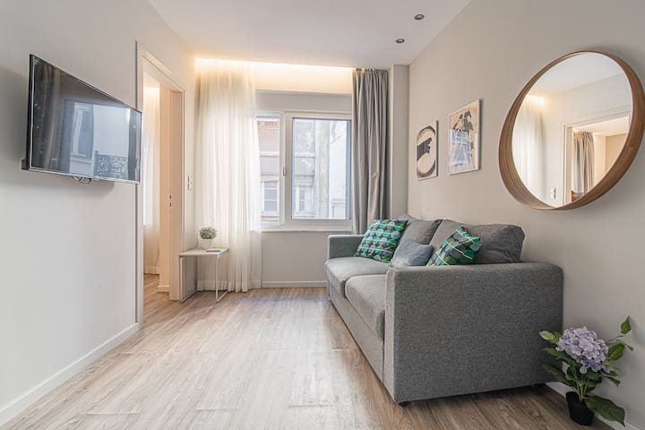 A12 2room gem for four in the heart of Athens!