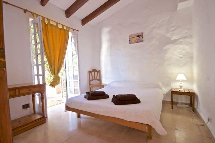 Habitacion privada en casa de campo Menorquina !