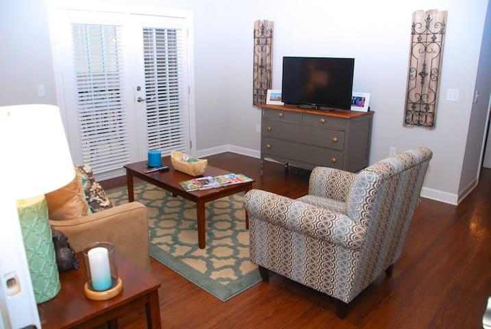 Private 3-bedroom, close to campus & stadium