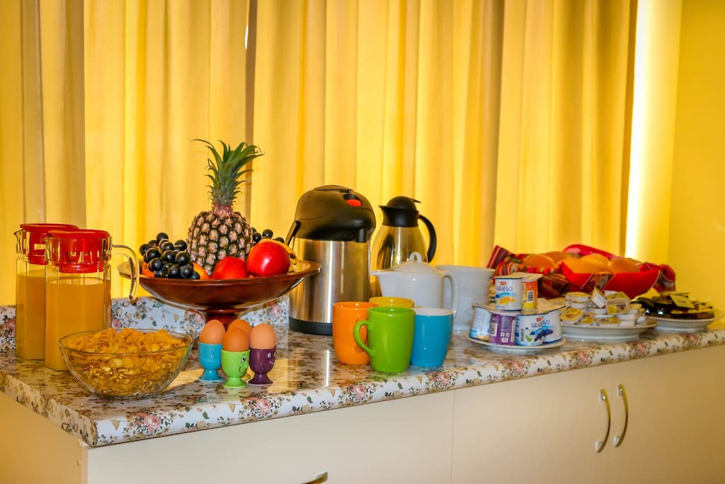 Fresh and delicious breakfast served every morning (free)
