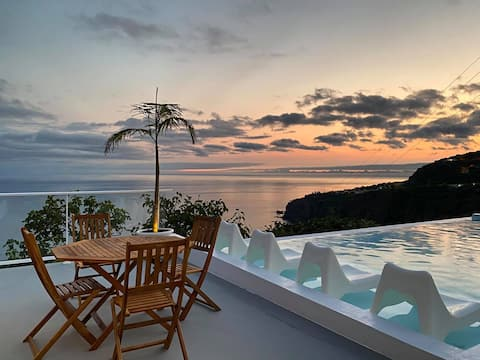 Holiday Ocean View Villa with Infinity pool!