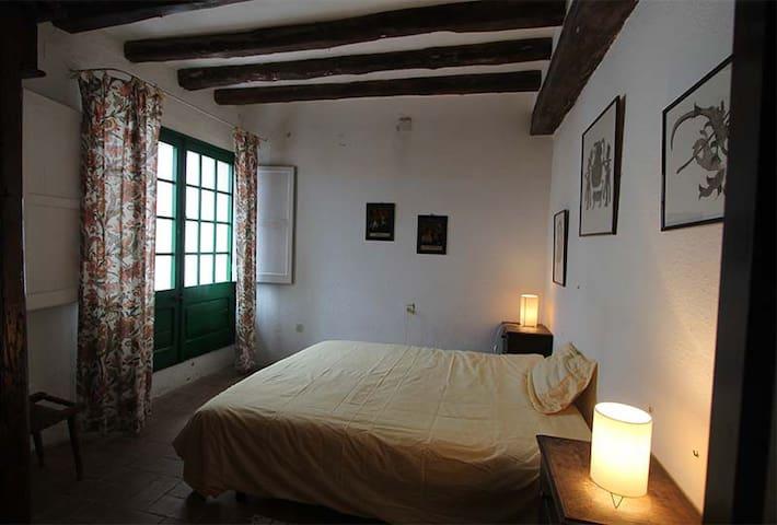 Chambre 1 avec terrasse, 1 lit double.