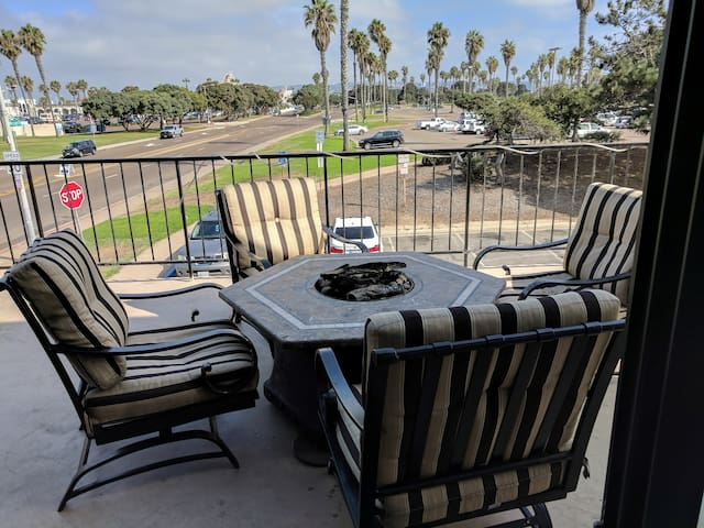 Mission Beach Condo with large deck