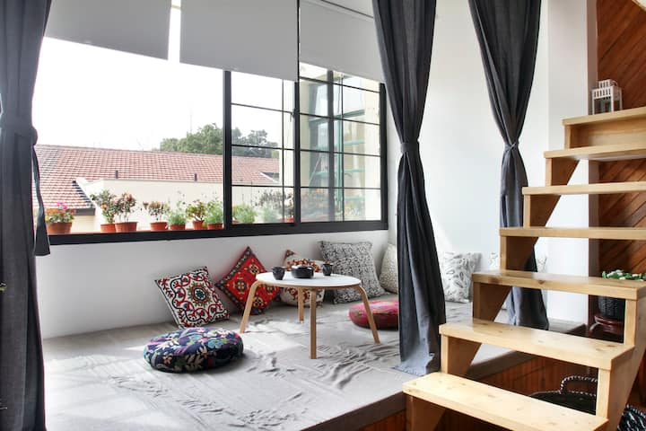 A sunny  Loft with projector in French concession