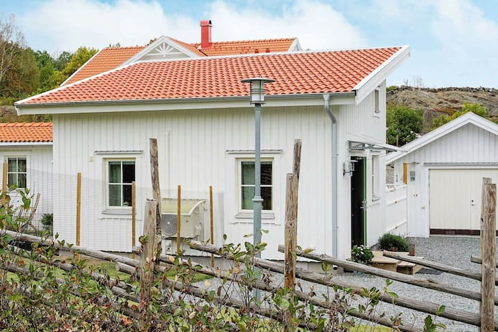 3 person holiday home in BOHUS-BJÖRKÖ