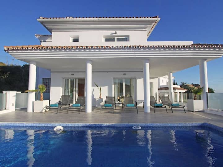 Luxury Villa with Elevator, sea views - sleeps 6