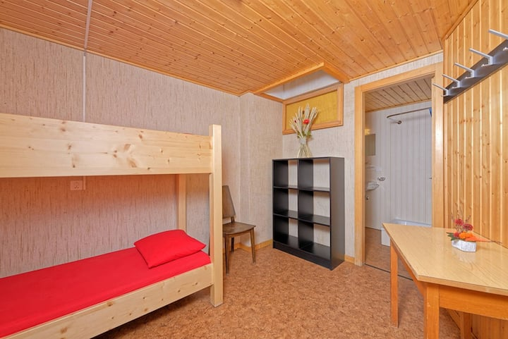 Familienzimmer im Hostel Petit Velan mit Hochbett