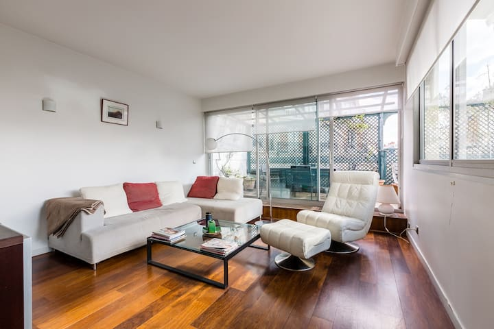1 BR with views from a tranquil balcony, Veeve