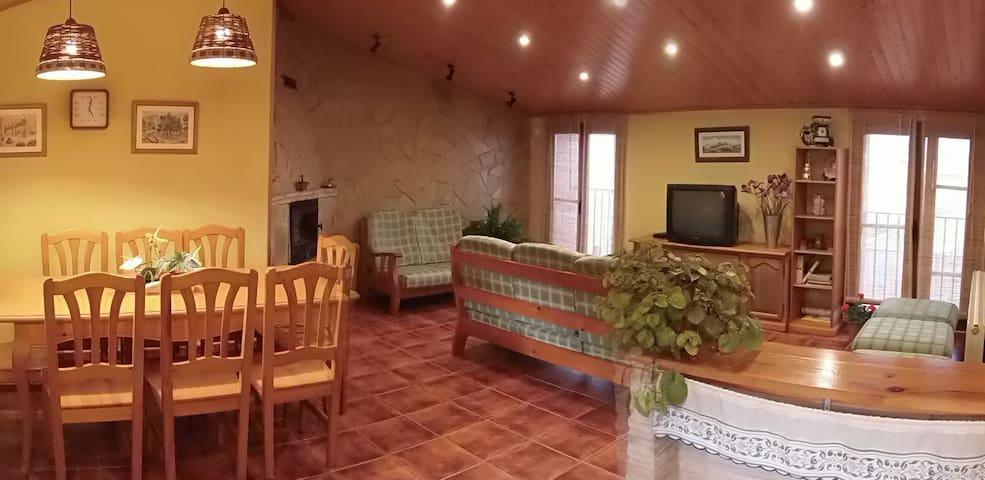 Casa de pueblo cómoda y acogedora.