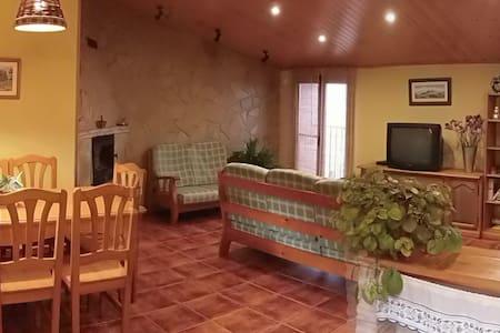 Casa de pueblo cómoda y acogedora. - La Guàrdia dels Prats