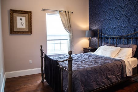 Cozy and Luxurious Desire Getaway, Great Location!