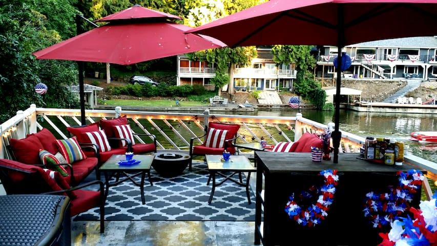 Cozy Lakeside Lake Oswego Getaway - Lake Oswego - House