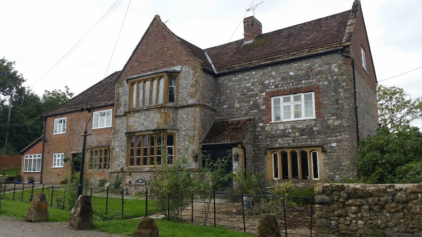 GRADE 11 MANOR HOUSE IN SOMERSET - Knowle St Giles - Hus