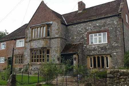 GRADE 11 MANOR HOUSE IN SOMERSET - Knowle St Giles - Talo