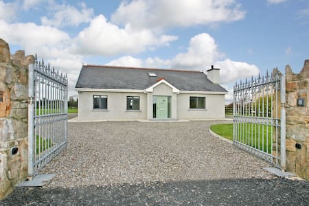 Stunning home Shannon Airport 10 mins 5 Bunratty