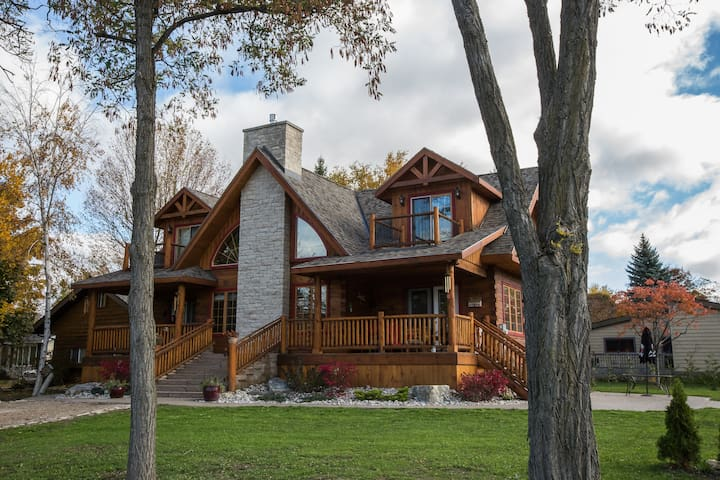 Beautiful Log Home with Lake View! - Bluewater - Haus